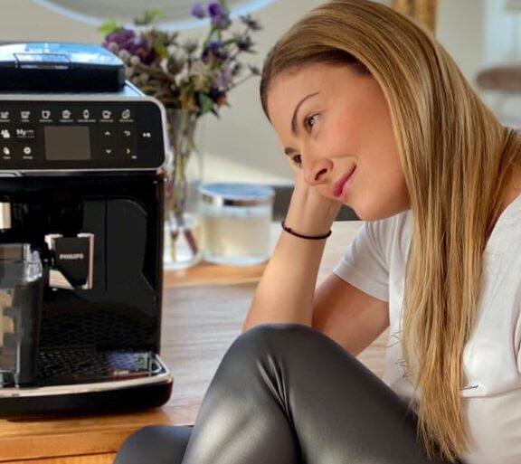 Απόλαυσε φρεσκοαλεσμένο αρωματικό καφέ στο σπίτι ακριβώς όπως τον θες