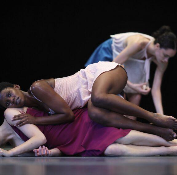 η-διάσημη-ομάδα-χορού-βatsheva-dance-company-εκπέμπει