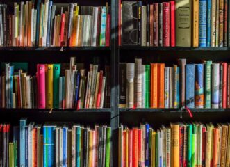 ουρές-έξω-από-κεντρικό-βιβλιοπωλείο-τ