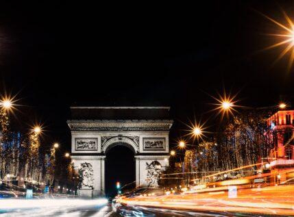 «Μύρισαν» Χριστούγεννα στο Παρίσι – Εντυπωσιακές εικόνες από τη γαλλική πρωτεύουσα
