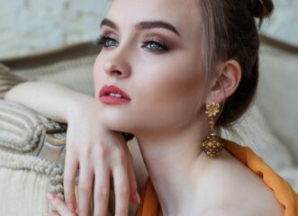 5-make-up-tricks-για-να-δείχνουν-τα-μάτια-σας-μεγαλύ