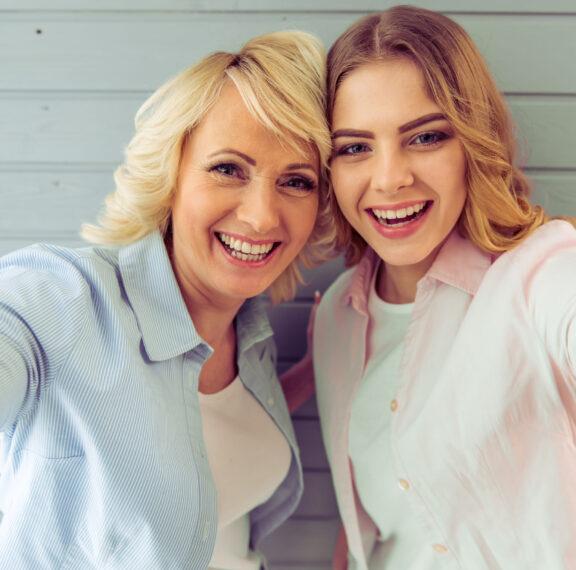 μαμά-στην-εμμηνόπαυση-κόρη-στην-εφηβε