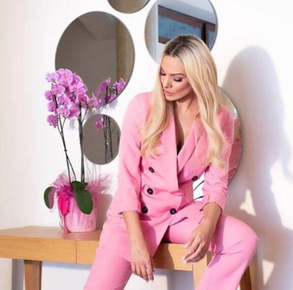 βάλτε-ροζ-χρώμα-στη-ντουλάπα-σας-το-προ