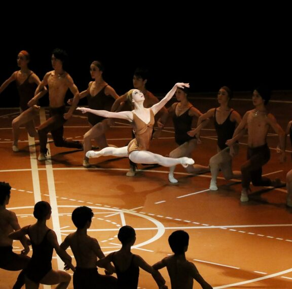 h-μοναδική-χορογραφία-του-μωρίς-μπεζάρ