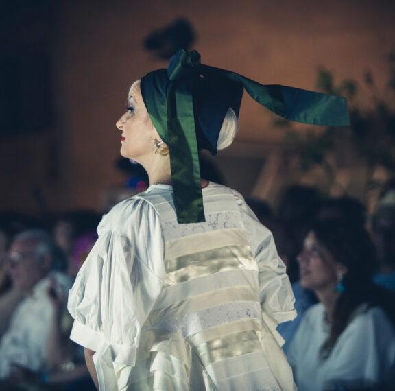 ένα-ταξίδι-στην-ιστορία-της-ελληνικής