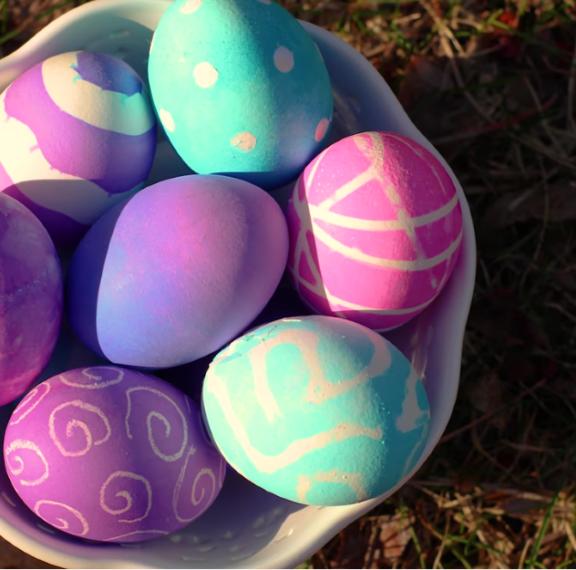 8-απίθανοι-τρόποι-για-να-βάψετε-τα-αυγά