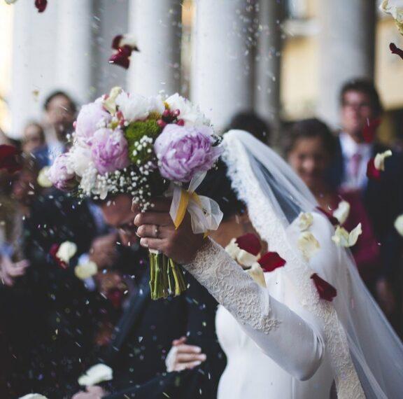 νύφη-έβαλε-11-απίθανους-κανόνες-στους-κα