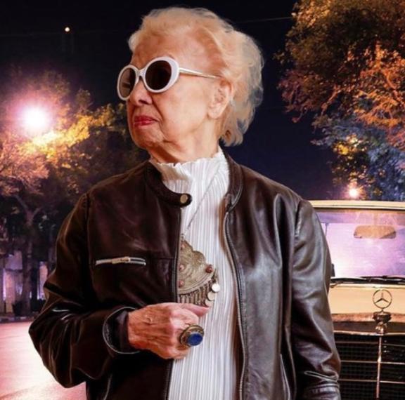 91χρονη-influencer-γιαγιά-παραδίδει-μαθήματα-μό