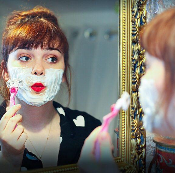 η-νέα-τάση-θέλει-τις-γυναίκες-να-ξυρίζο