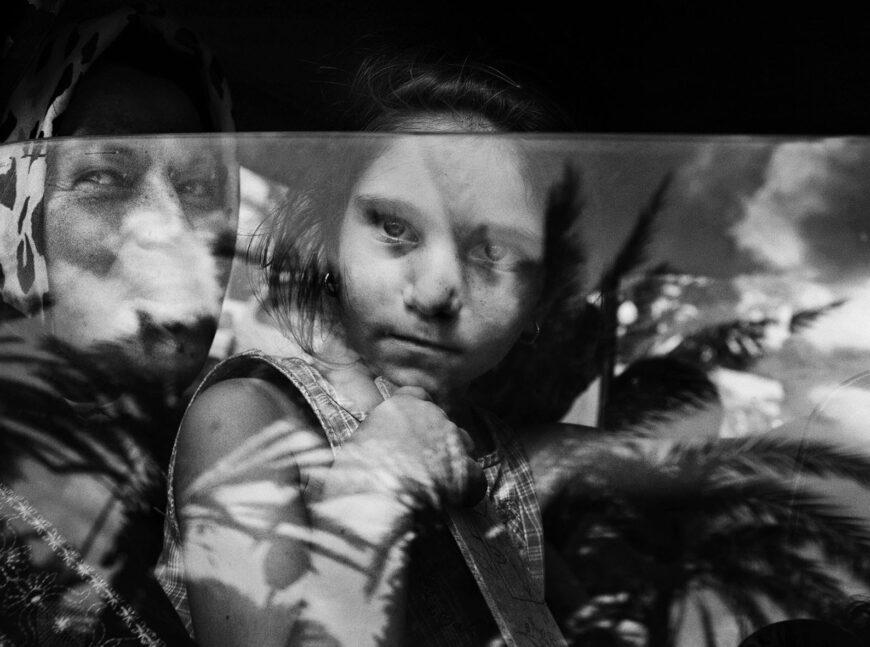 Athens Photo World: Συγκλονιστικά φωτορεπορτάζ «γεμίζουν» γειτονιές και εμβληματικούς χώρους της Αθήνας