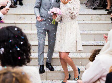 Χαλάρωση μέτρων στους γάμους: Θα τραγουδάμε, αλλά δε θα χορευουμε