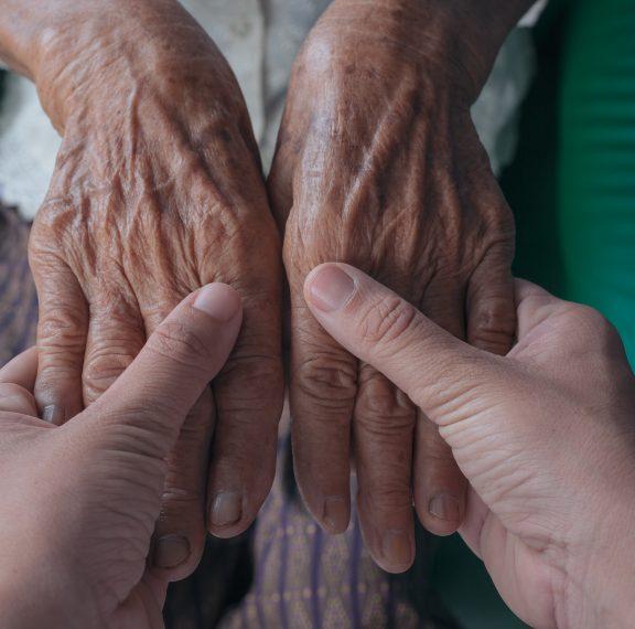 γιατί-γιαγιά-φοράς-άσπρα-γάντια-και-γι