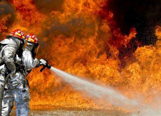 Μεγάλη φωτιά στη Σταμάτα- Εκκενώνεται οικισμός