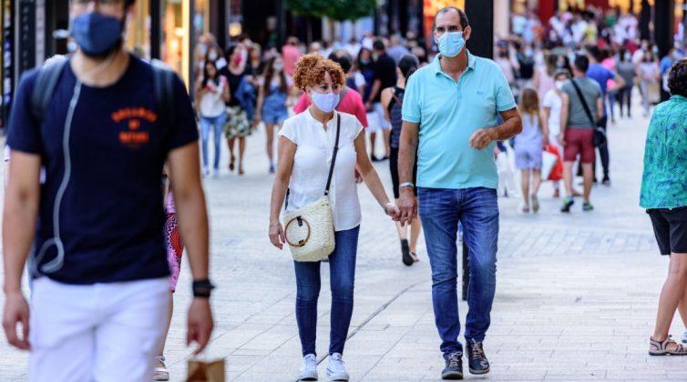 Κορονοϊός: Τρομάζουν οι προβλέψεις για τον αριθμό των κρουσμάτων μέχρι το Δεκαπενταύγουστο