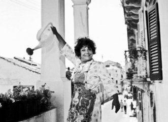Ρένα Βλαχοπούλου: 10 πράγματα που δεν γνωρίζαμε για την «Μεγάλη κυρία» της κωμωδίας