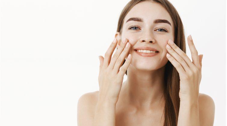 Γιατί το 64% των ανθρώπων άλλαξε τη ρουτίνα καθαρισμού του δέρματός του την προηγούμενη χρονιά;