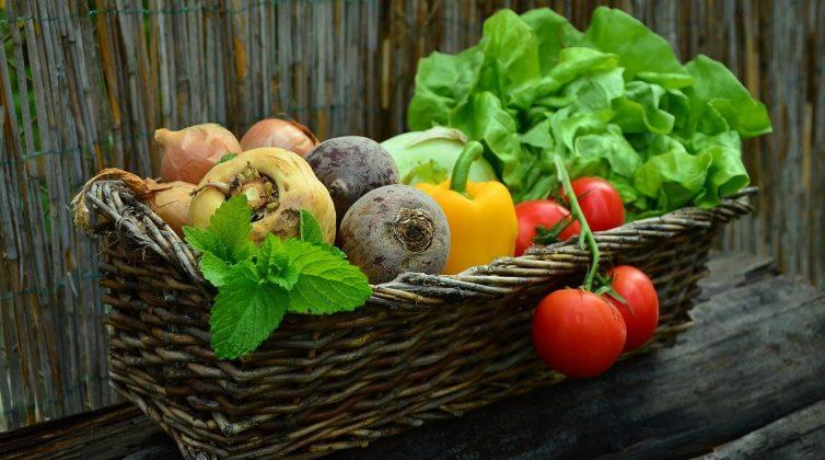 Πώς μπορώ να πλύνω σωστά τα φρούτα και τα λαχανικά μου;
