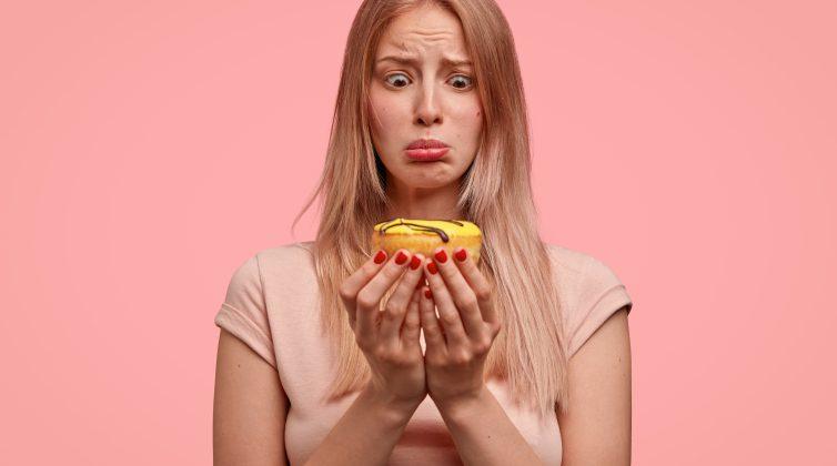 Σε πιάνουν και σένα λιγούρες; Δες τι είναι, γιατί δημιουργούνται - Πώς θα τις ξεχωρίσεις από την πείνα;