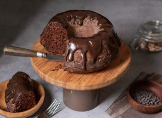 πανεύκολο-κέικ-σοκολάτας-με-τρία-μόνο
