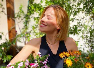 Η Νάντια Μπουλέ φόρεσε τα χρώματα που θα σου φτιάξουν τη διάθεση τις φθινοπωρινές Δευτέρες!