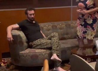 Νίκολας Κέιτζ: Ξυπόλυτος και μεθυσμένος τσακώθηκε σε εστιατόριο και τον πέταξαν έξω - Οι θλιβερές εικόνες του άλλοτε λαμπερού σταρ