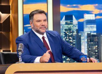 The 2night Show: Ο Γρηγόρης Αρναούτογλου επιστρέφει με έναν μικρό συμπαρουσιαστή - έκπληξη!
