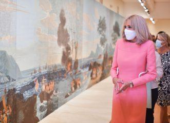 """Η pink εμφάνιση της Μπριζίταν Μακρόν και η σιγκούνα της Γιάννας Αγγελοπούλου """"έκλεψαν"""" τις εντυπώσεις"""
