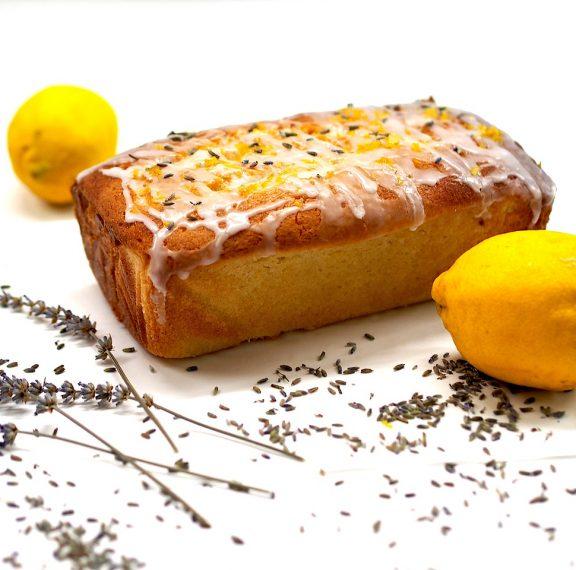 κέικ-λεμονιού-με-γιαούρτι-και-γλάσο-ι