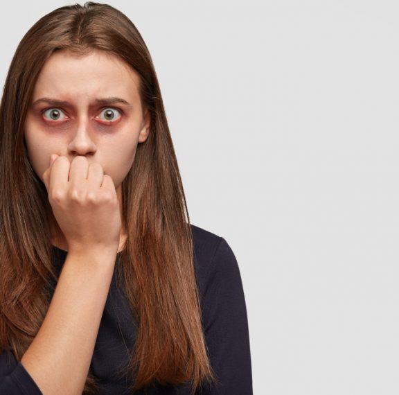 ενδοοικογενειακή-βία-νταής-σακάτε