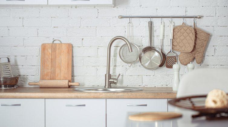 Αυτά είναι τα σημεία της κουζίνας μας που συνήθως παραμελούμε να καθαρίσουμε