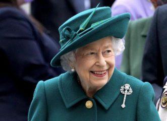 """Βασίλισσα Ελισάβετ: Ο απίθανος λόγος που απέρριψε το βραβείο """"Η γιαγιά της χρονιάς"""" - Υποκλινόμαστε!"""