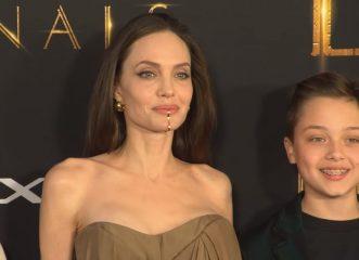 Η Αντζελίνα Τζολί με τεράστιο σκουλαρίκι στο πιγούνι και η κόρη της με φόρεμα της που είχε βάλει στα Όσκαρ