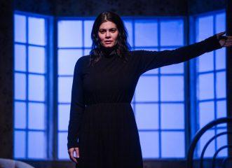 """Μαρία Κορινθίου: """"Όσο με χτυπάνε, τόσο πιο πολύ πεισμώνω. Είμαι το... δημιούργημά τους"""""""