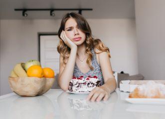 3 τροφές που πρέπει να κόψεις όταν έχεις περίοδο