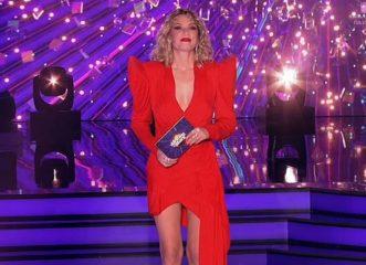 Βίκυ Καγιά: Εκθαμβωτική με κατακόκκινο, μίνι, 80's φόρεμα στο «Dancing with the Stars»