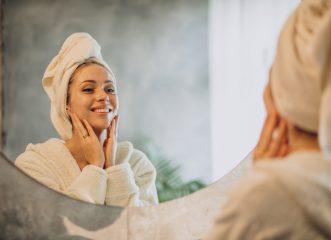 Αυτή είναι η ολοκληρωμένη ρουτίνα για το πρόσωπό σου και η εφαρμογή για να κάνεις διάγνωση μόνη σου